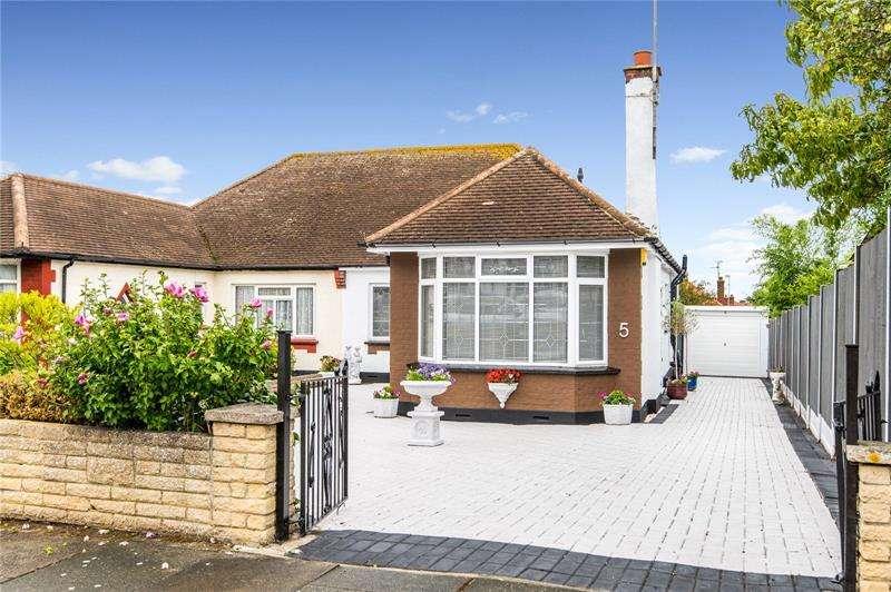 3 Bedrooms Bungalow for sale in Porlock Avenue, Westcliff-on-Sea, Essex, SS0