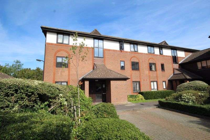 2 Bedrooms Property for sale in Barnston Way, Hutton Poplars, Brentwood