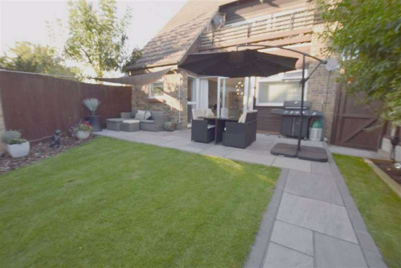2 Bedrooms Maisonette Flat for sale in Fairfax Avenue, Basildon, Essex