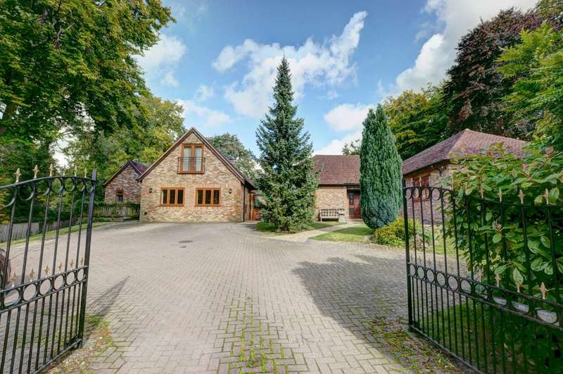 6 Bedrooms Detached House for sale in Risborough Road, Great Kimble