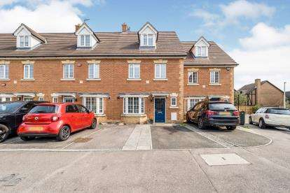 4 Bedrooms Terraced House for sale in Barkingside, Ilford, Essex