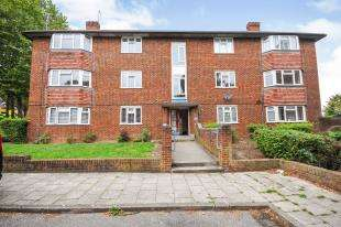 3 Bedrooms Flat for sale in Larch House, Bromley Road, Bromley, Kent