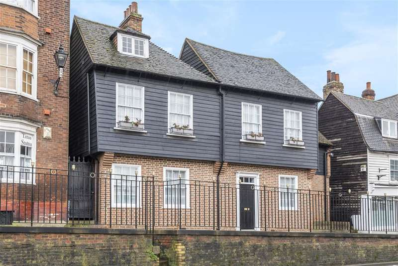 4 Bedrooms Detached House for sale in St. Margarets Banks, Rochester