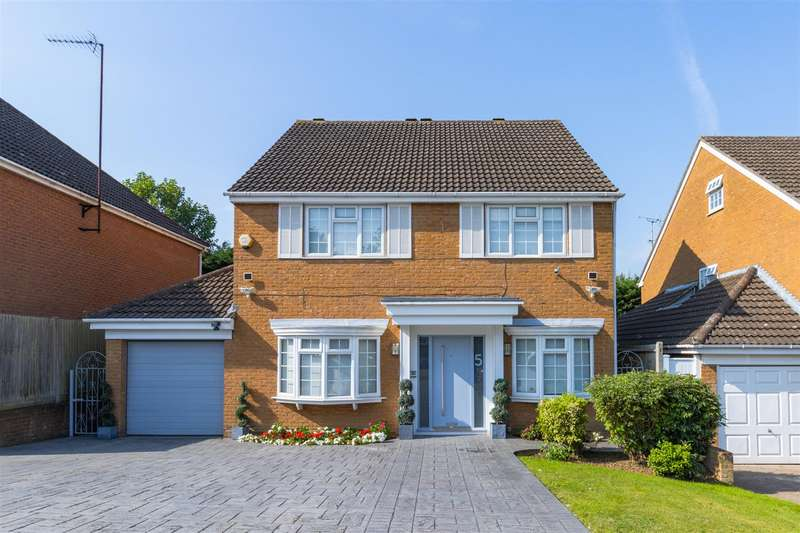 4 Bedrooms Detached House for sale in Shiremead, Elstree