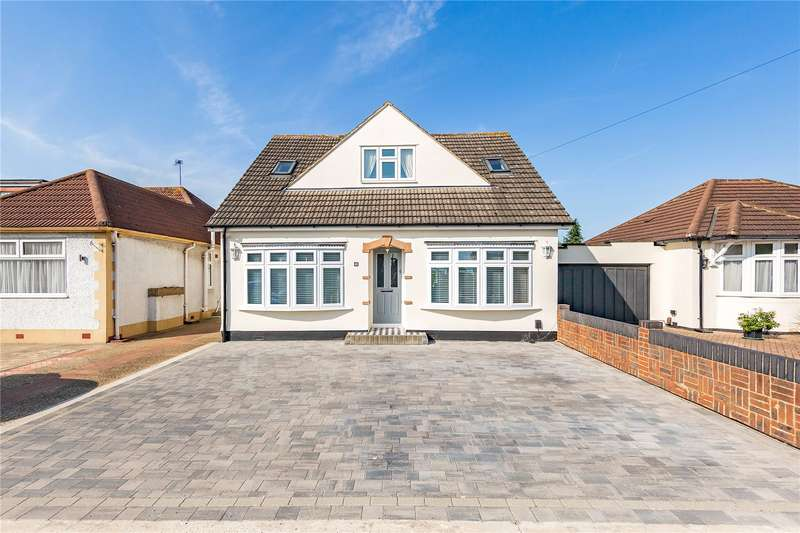 3 Bedrooms Detached Bungalow for sale in Lodge Lane, Collier Row, RM5