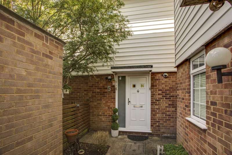 2 Bedrooms Detached House for sale in Heath Road, Oxhey