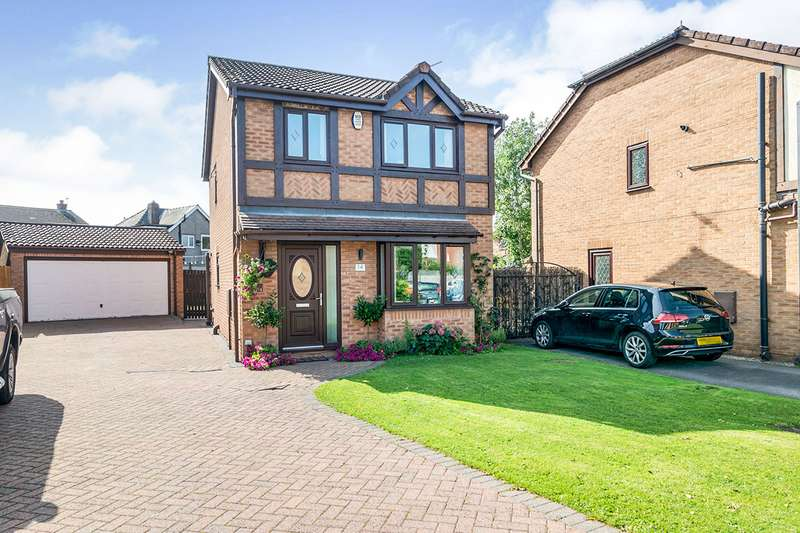 3 Bedrooms Detached House for sale in Dunmail Close, Astley, M29