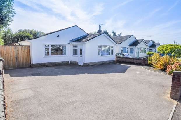 3 Bedrooms Detached Bungalow for sale in Dales Drive, WIMBORNE, Dorset