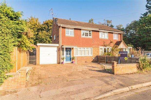 3 Bedrooms Semi Detached House for sale in Whites Road, Farnborough, Hampshire