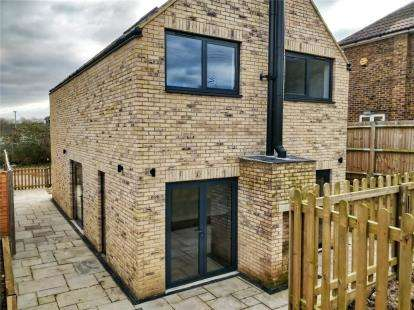 3 Bedrooms Detached House for sale in Cross Road, Orpington