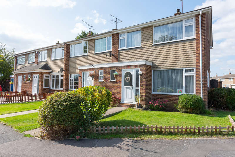 3 Bedrooms End Of Terrace House for sale in Severn Road, Farnborough