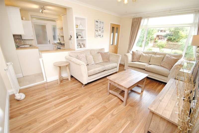 2 Bedrooms Maisonette Flat for sale in Moor Lane, Upminster, RM14