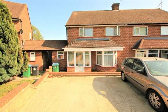 3 Bedrooms Semi Detached House for sale in Cobb Green, Watford, WD25