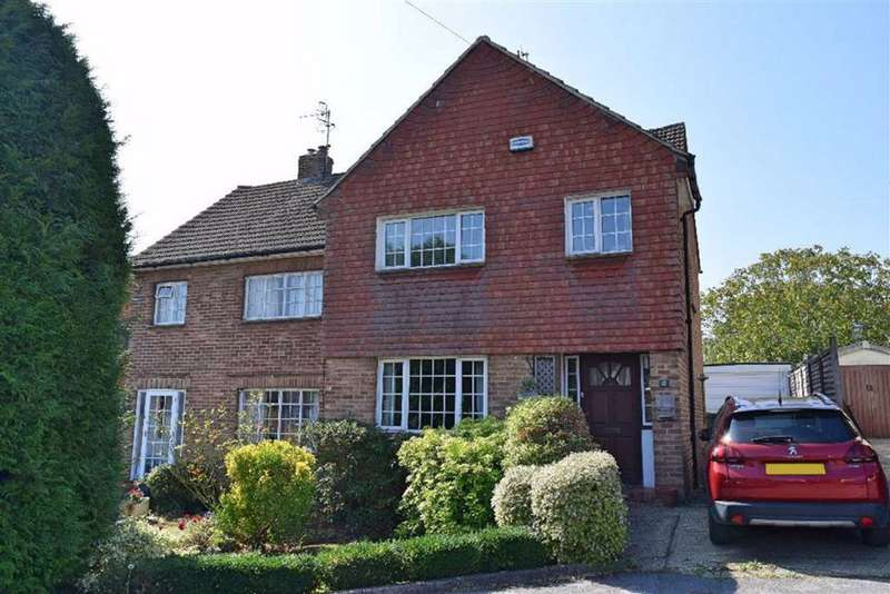 3 Bedrooms Semi Detached House for sale in Weald Close, Weald, TN14