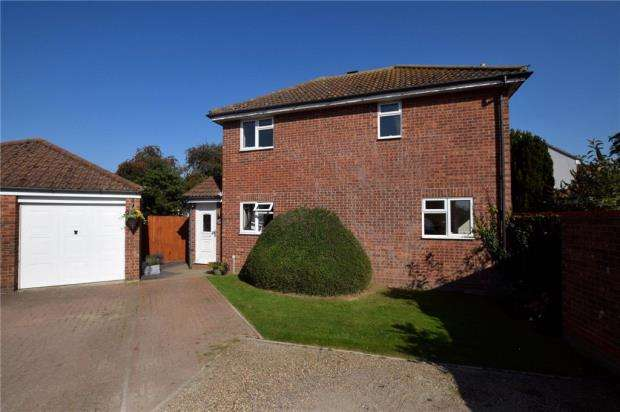 3 Bedrooms Detached House for sale in Berechurch Hall Road, Colchester, Essex
