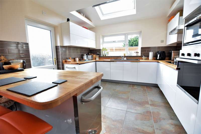 4 Bedrooms Detached House for sale in Midgeland Road, Blackpool