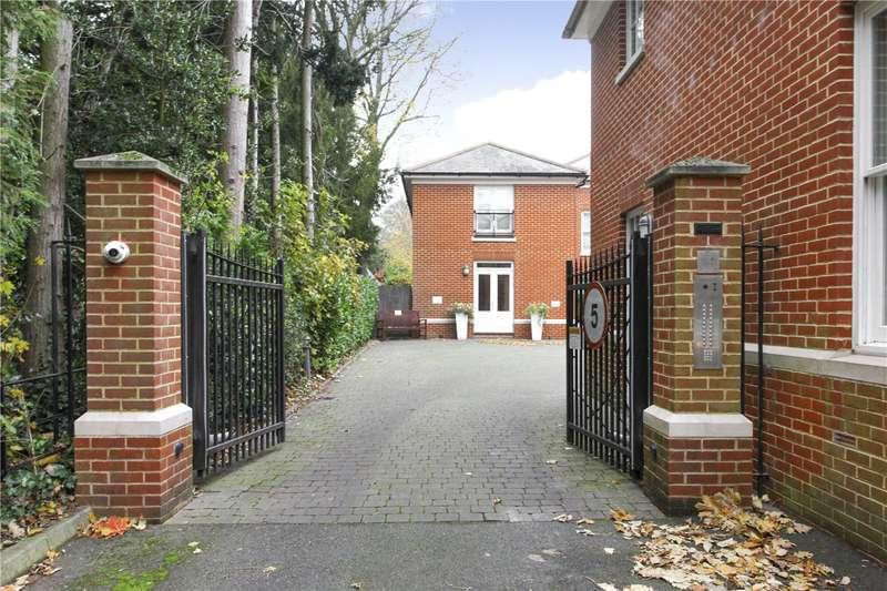 2 Bedrooms Flat for sale in New Dover Road, Canterbury, CT1