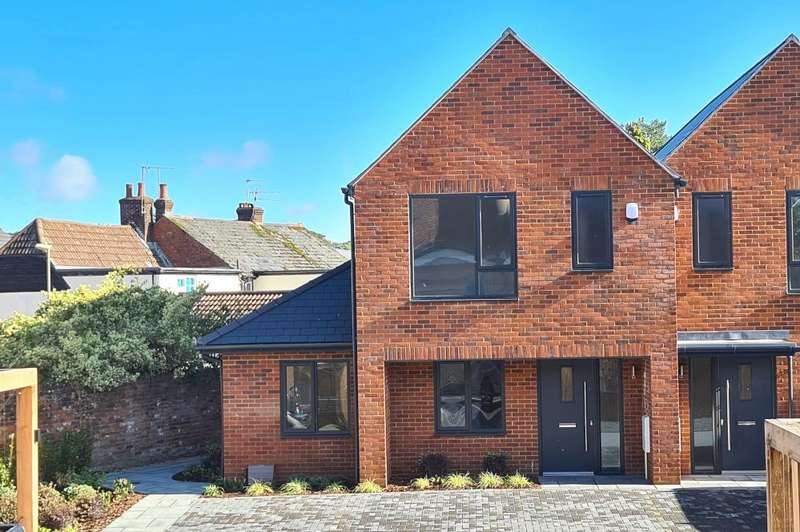 3 Bedrooms House for sale in Station Gate, Ringwood, BH24 3AG
