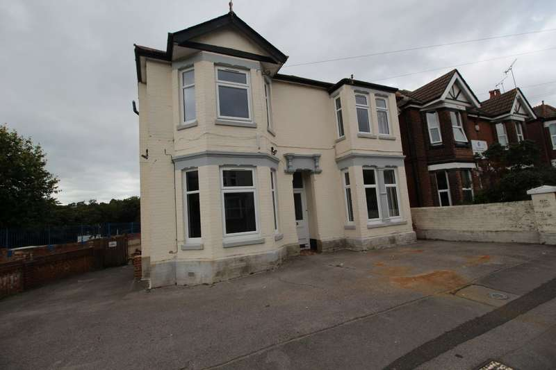 6 Bedrooms Detached House for sale in Morris Road, Southampton, Hampshire, SO15