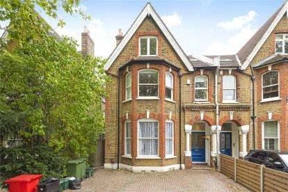 2 Bedrooms Flat for sale in Hammelton Road, Bromley