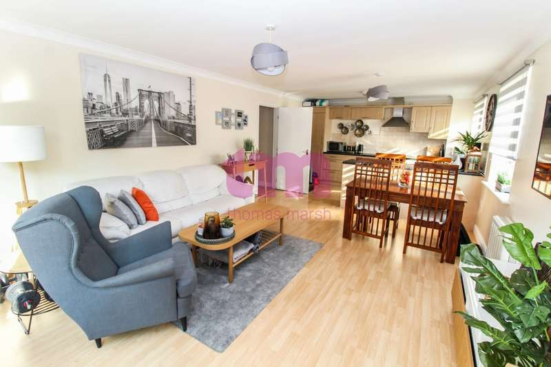 2 Bedrooms Flat for sale in Argent Street, Grays