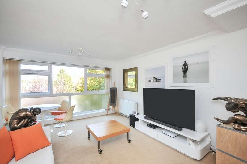 2 Bedrooms Maisonette Flat for sale in Manor Road, Sidcup, Kent, DA15