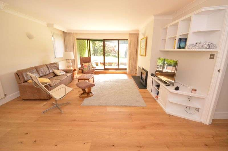 2 Bedrooms Property for sale in Lythe Hill Park, Haslemere