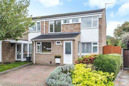 3 Bedrooms Semi Detached House for sale in Hilborough Way, Orpington