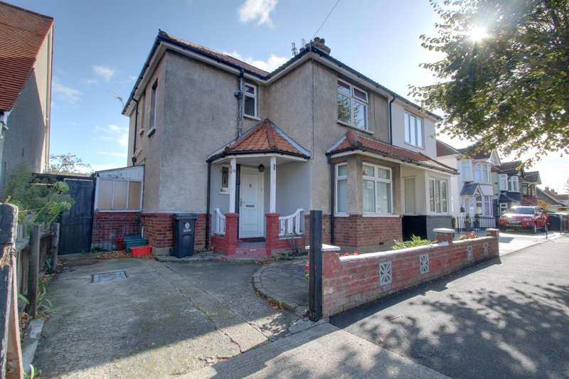3 Bedrooms Semi Detached House for sale in Kings Avenue, Holland-On-Sea