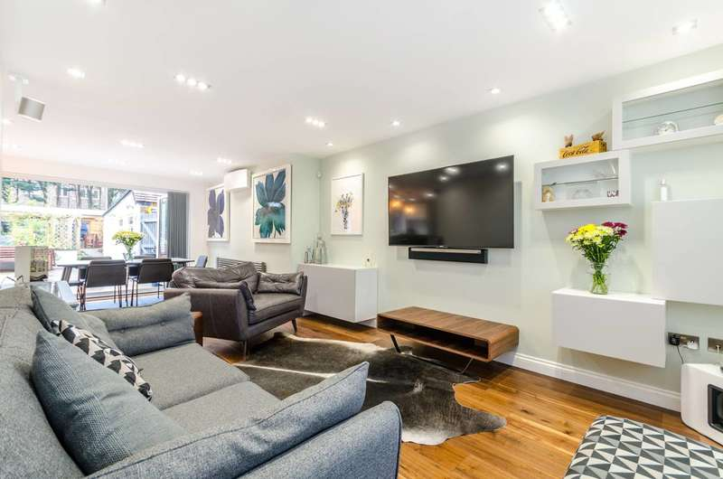 3 Bedrooms Semi Detached House for sale in Calmont Road, Bromley, BR1