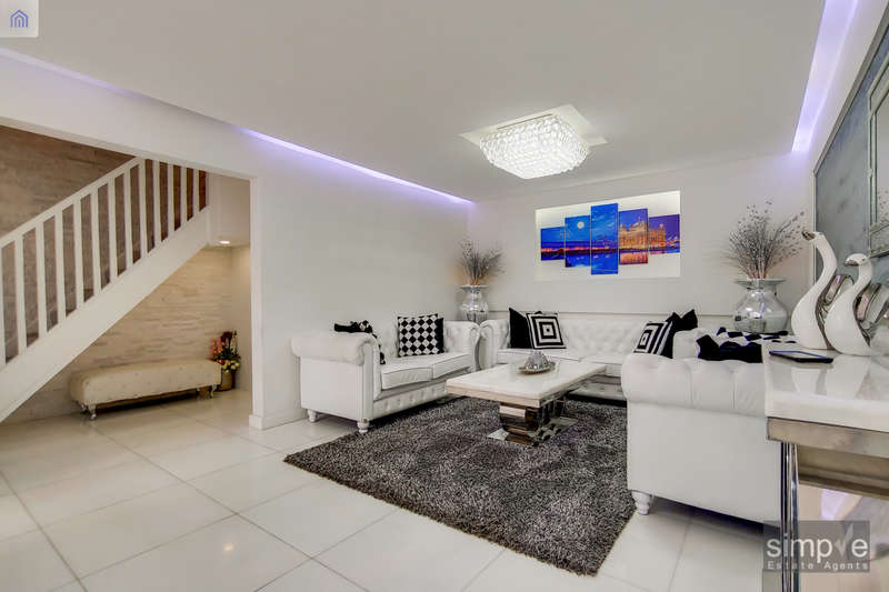 5 Bedrooms Semi Detached House for sale in Brandon Road, Southall, UB2