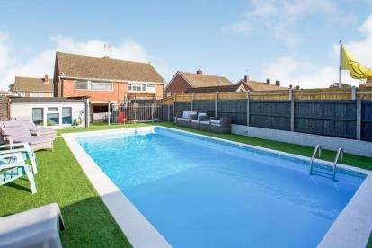 3 Bedrooms Semi Detached House for sale in Havant, Hampshire