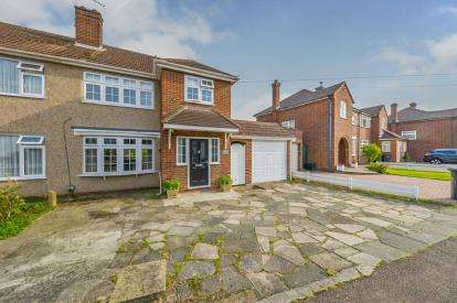 3 Bedrooms Semi Detached House for sale in Penton Drive, Cheshunt, Waltham Cross, Hertfordshire