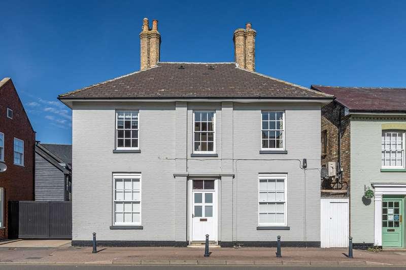 3 Bedrooms Maisonette Flat for sale in Baldock Street, Royston, SG8