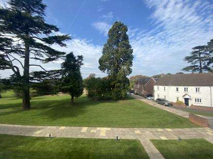 2 Bedrooms Flat for sale in Uptons Garden, Whitminster, Gloucester, Gloucestershire