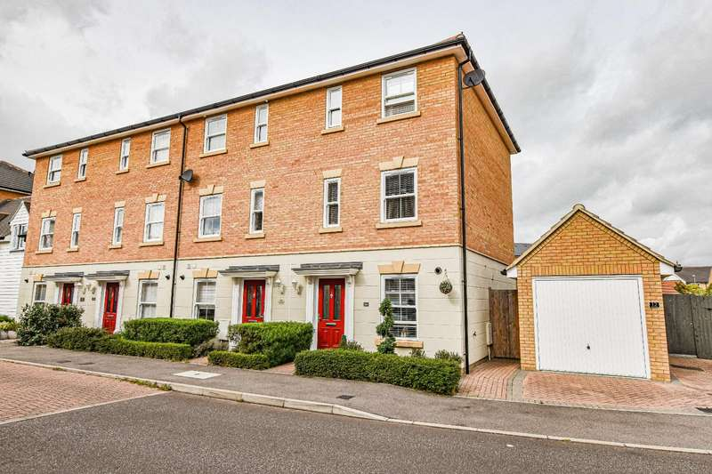 3 Bedrooms Town House for sale in Almond Road, Dunmow, Essex