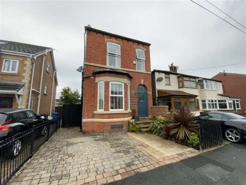 4 Bedrooms Detached House for sale in Moorside Lane, Denton, Manchester, M34 3BW