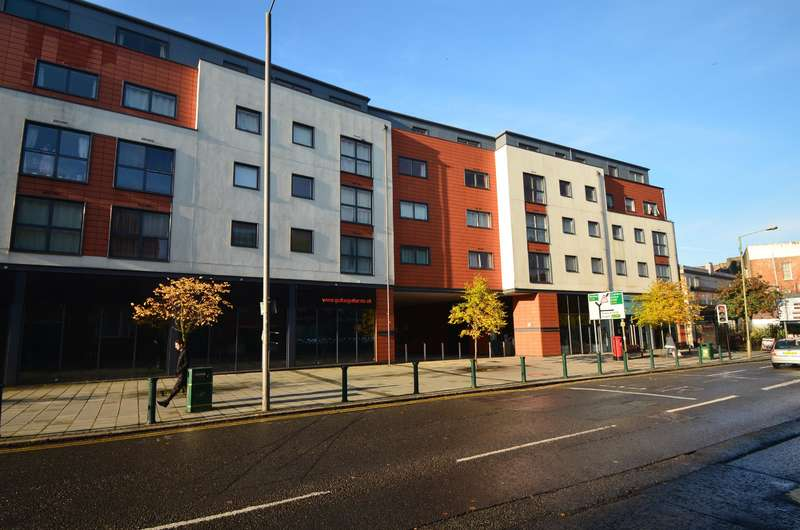 2 Bedrooms Flat for rent in Capitol Square, Epsom, Surrey, KT17 4NR