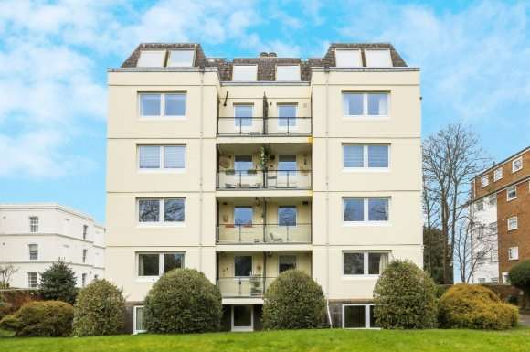 2 Bedrooms Flat for sale in Pittville Circus Road, Cheltenham, GL52