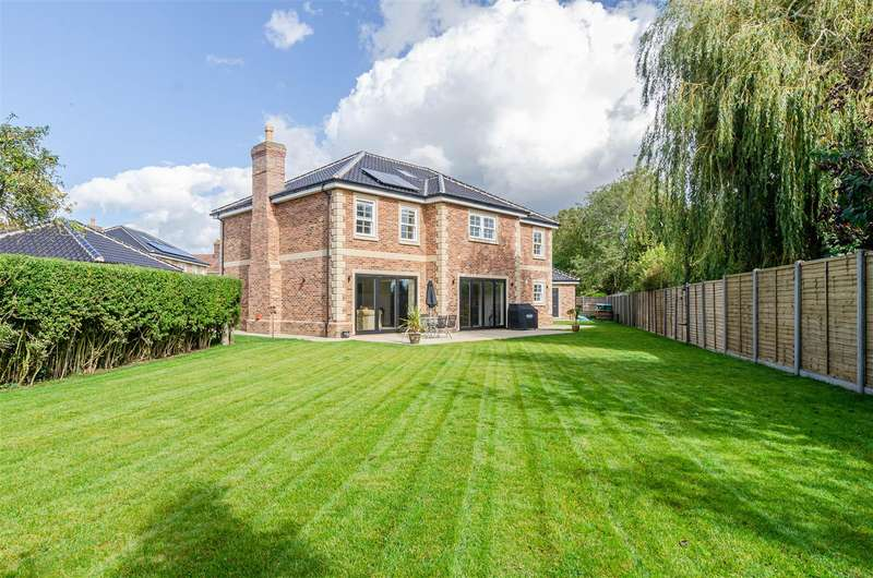 4 Bedrooms Detached House for sale in Attleborough, NR17