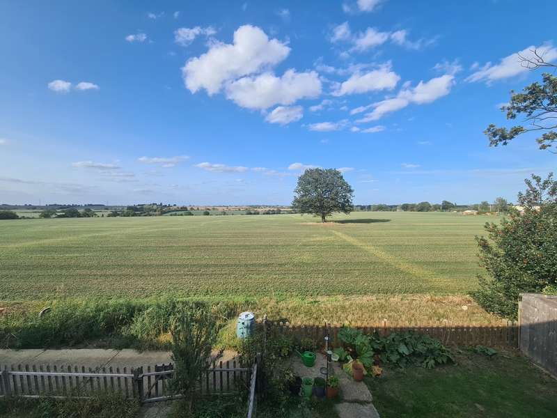 3 Bedrooms Semi Detached House for sale in Homefield, Southminster