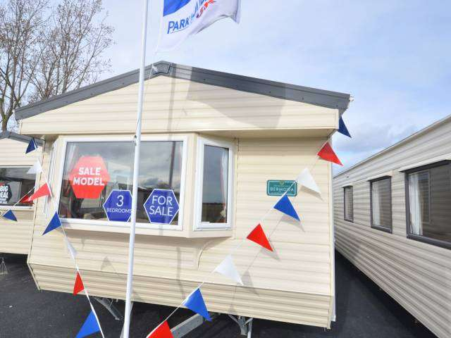 3 Bedrooms Caravan Mobile Home for sale in Steeple Bay, Steeple, Southminster