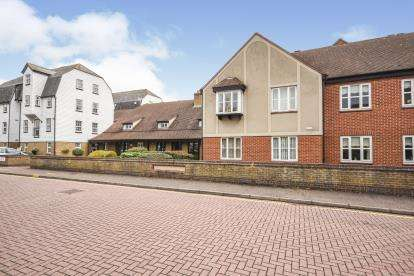 2 Bedrooms Retirement Property for sale in The Garners, Rochford, Essex