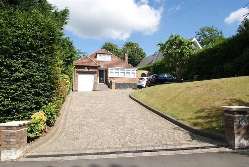 3 Bedrooms Detached House for sale in Hockley Road, Rayleigh