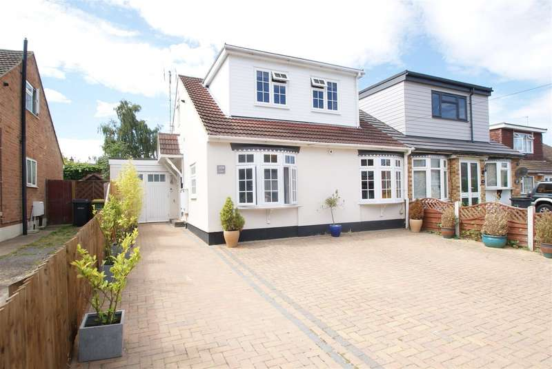 2 Bedrooms Chalet House for sale in Burnham Road, Hullbridge, Hockley