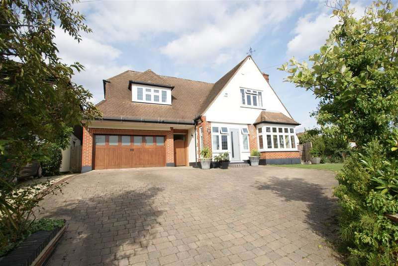 4 Bedrooms Detached House for sale in Holly Tree Gardens, Rayleigh