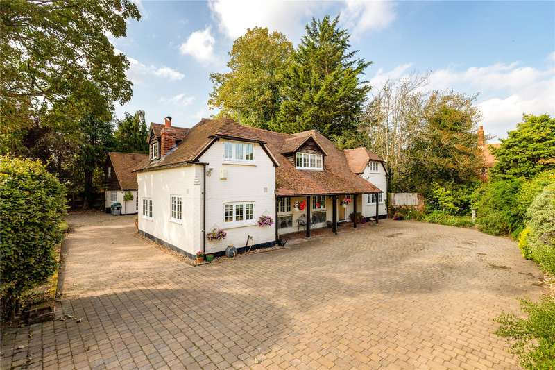 6 Bedrooms Detached House for sale in Glaston Hill Road, Eversley, Hook, RG27