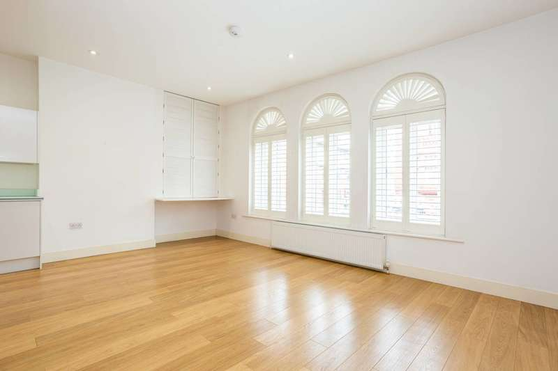 1 Bedroom Flat for sale in Worple Road Mews, Wimbledon, SW19