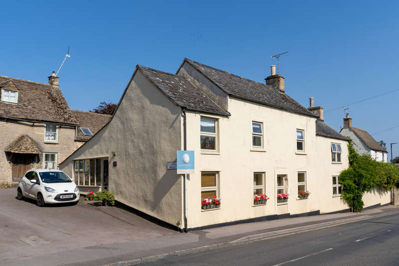 5 Bedrooms Detached House for sale in The Street, Didmarton