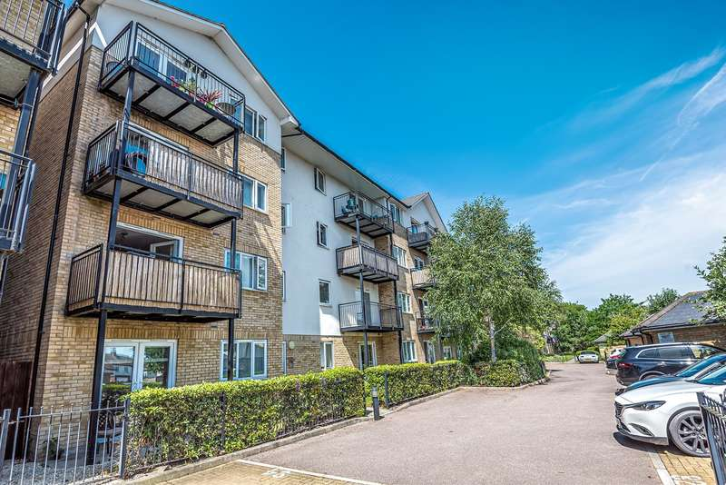 2 Bedrooms Apartment Flat for sale in Sharps Court, Cooks Way, HITCHIN, SG4